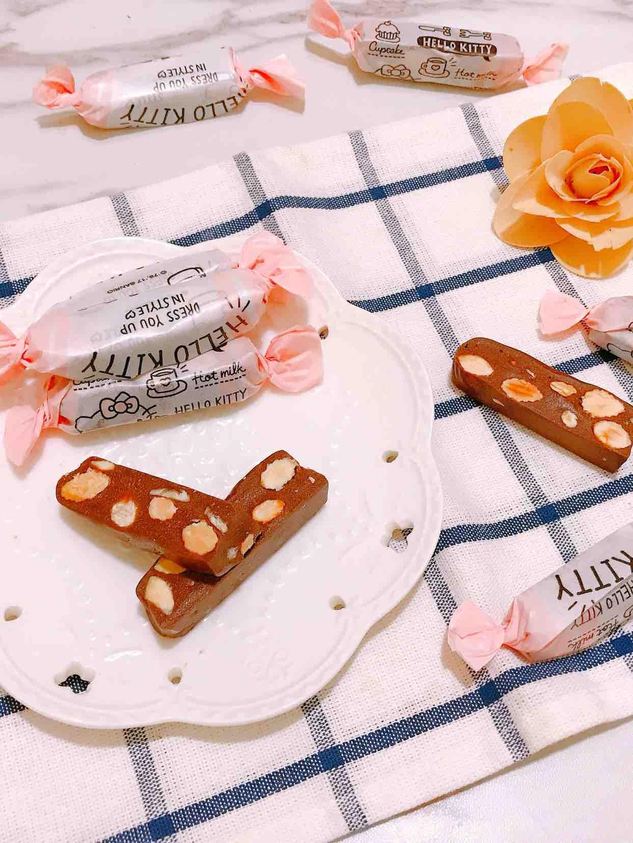 巧克力榛子杏仁牛轧糖