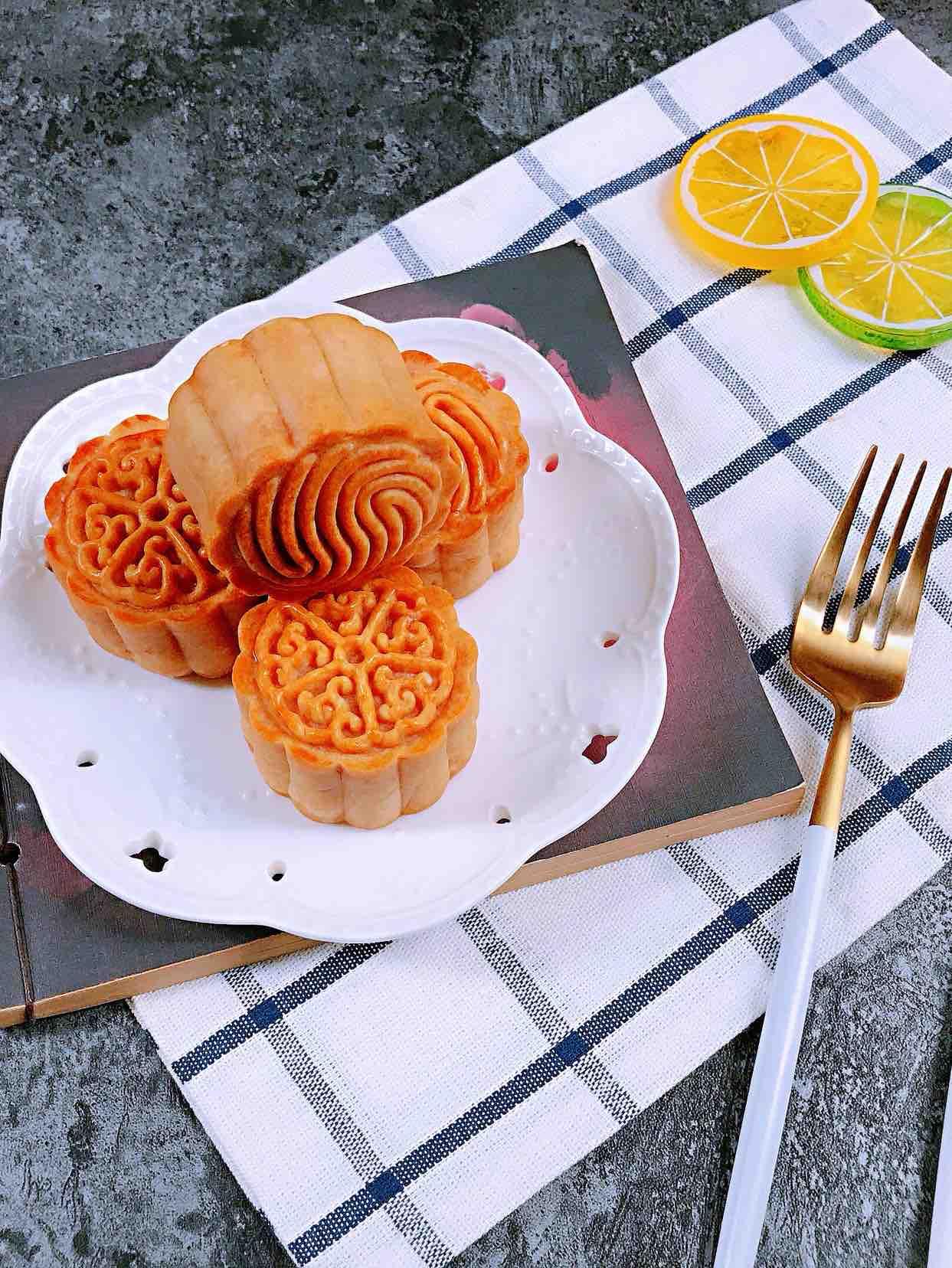 广式白莲蓉蛋黄月饼