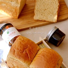 龙眼蜂蜜枣泥养生吐司的做法