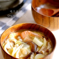 赤味噌白菜菌汤!的做法