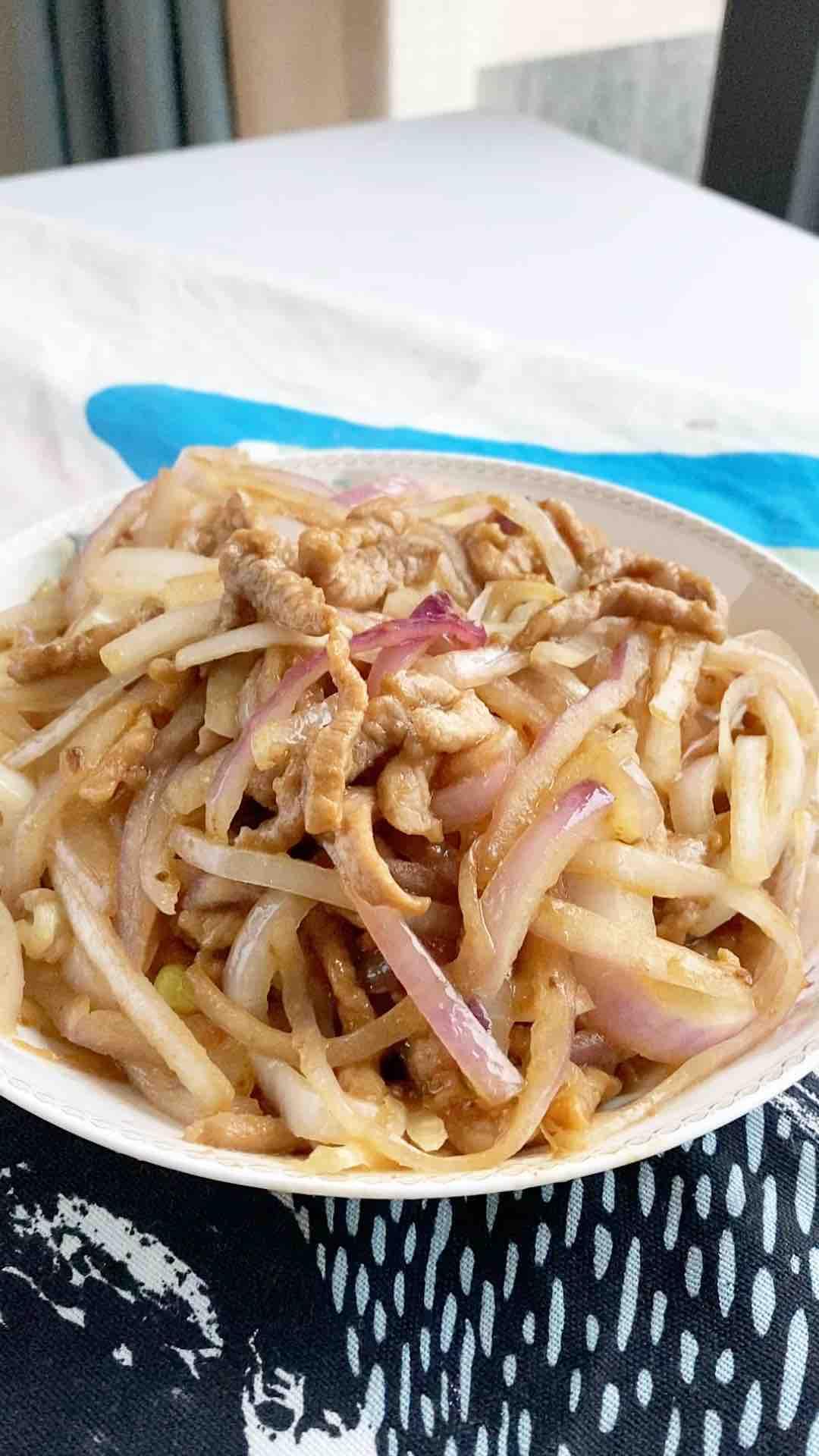 洋葱炒肉丝,洋葱是个宝,节后清肠多吃它,排脂降压不可少