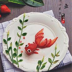 金鱼草莓趣味摆盘