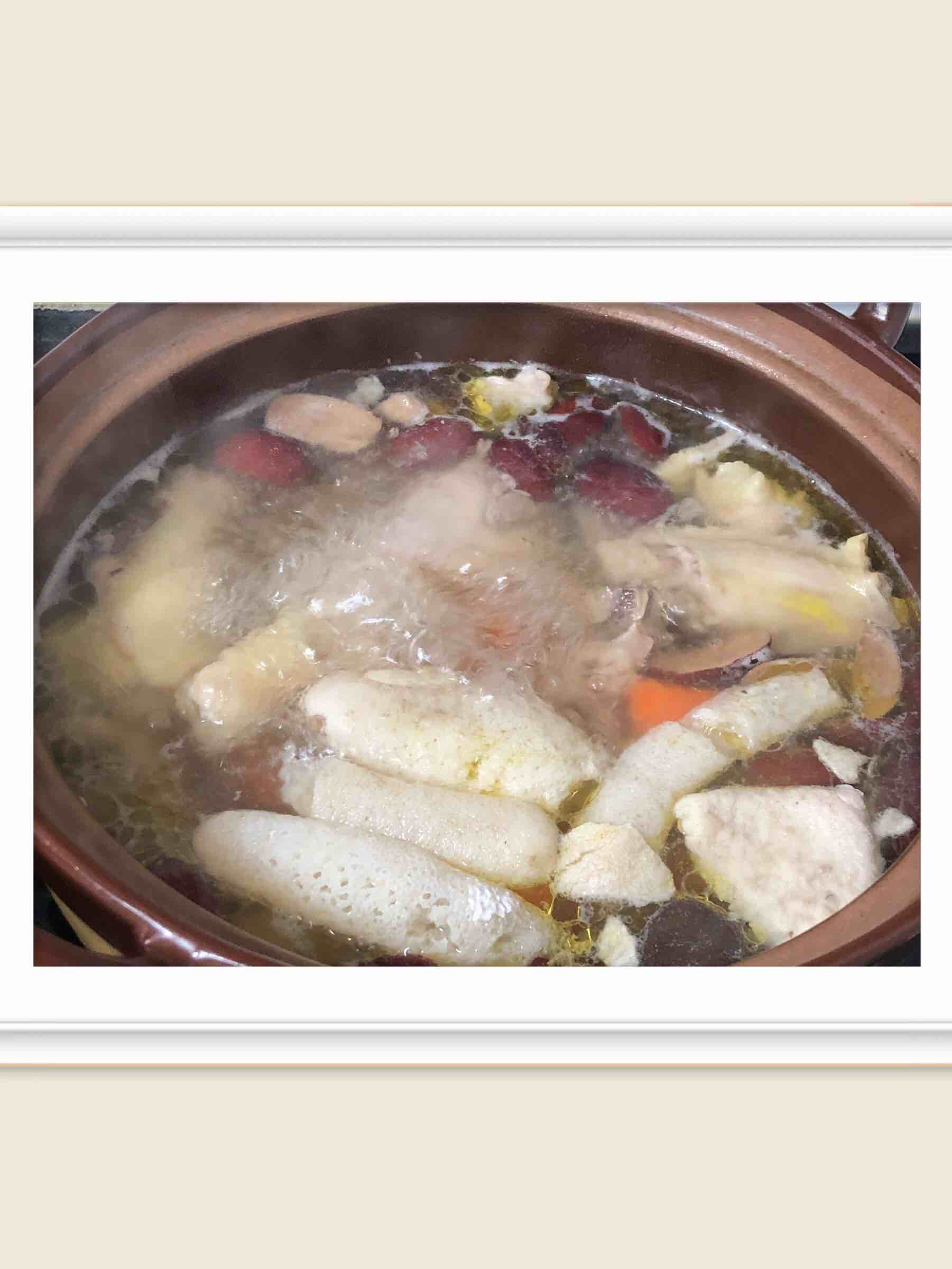 红枣黄芪石斛竹荪鸡汤