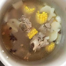 玉米萝卜筒骨汤