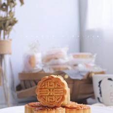 经典广式莲蓉蛋黄月饼