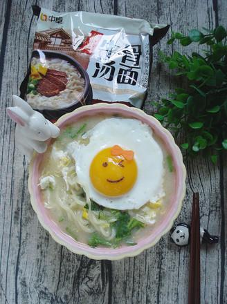 鸡蛋牛骨高汤面的做法