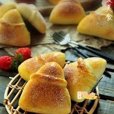 草莓乳酪三角包