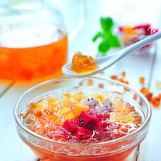 清爽美味的桃胶水果捞