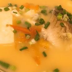 番茄豆腐鯽魚湯
