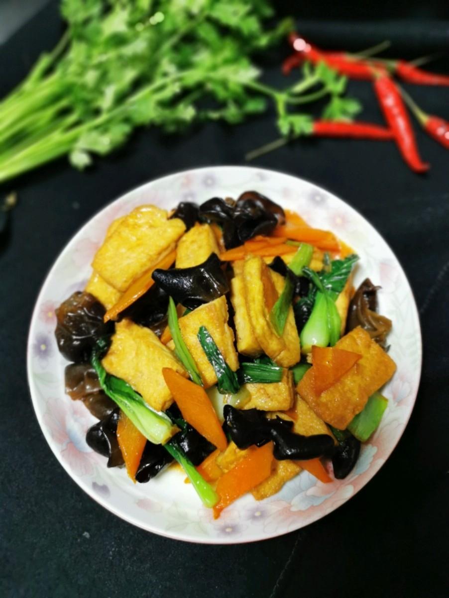 胡萝卜木耳煎豆腐