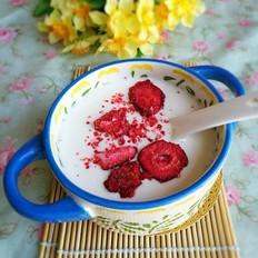 冻草莓干酸奶