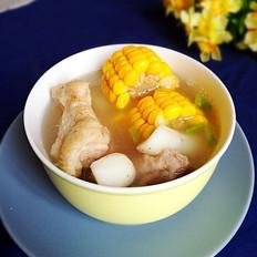 砂锅煲淮山玉米排骨汤