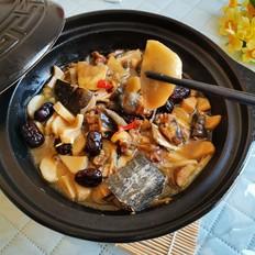 鸡腿菇炖甲鱼煲