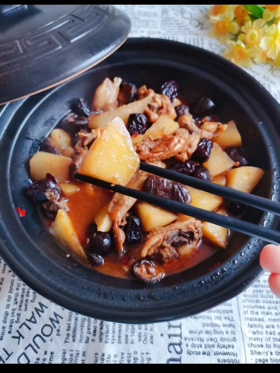 萝卜香菇鸡肉煲