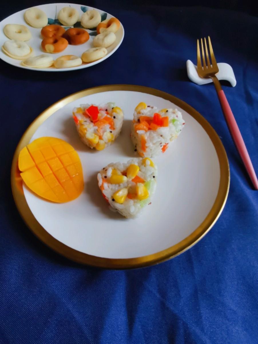 胡萝卜玉米米饭团