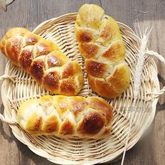葡萄干辫子面包