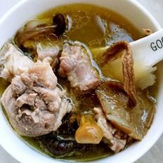 姬松茸茶树菇杂菌鸡汤