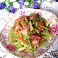 五花肉炒芹菜