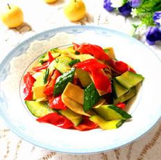 黄瓜红椒炒豆皮