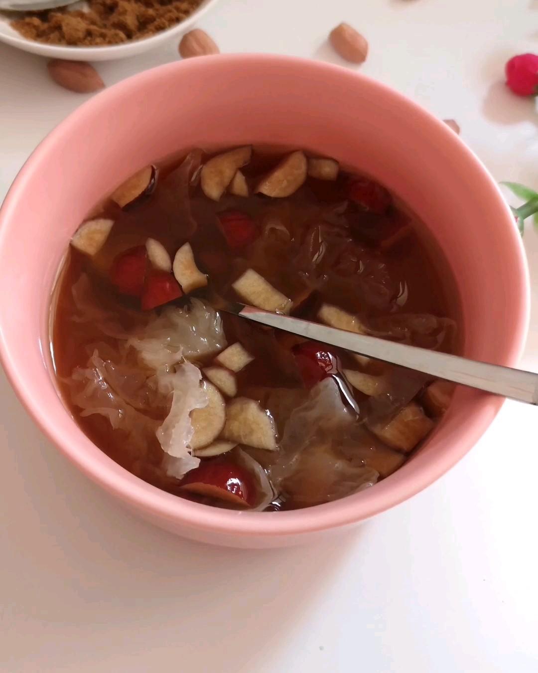 银耳花生红枣汤