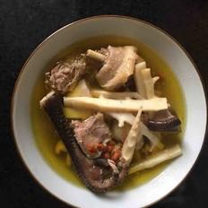 竹笋香菇炖老母鸡