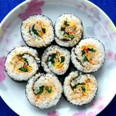 金枪鱼菠菜紫菜包饭