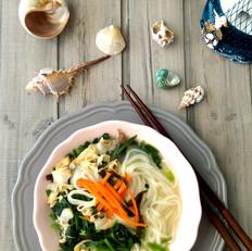菠菜蛤蜊鲜汤面