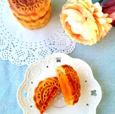 廣式蛋黃蓮蓉月餅