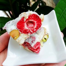 开心果草莓雪花酥