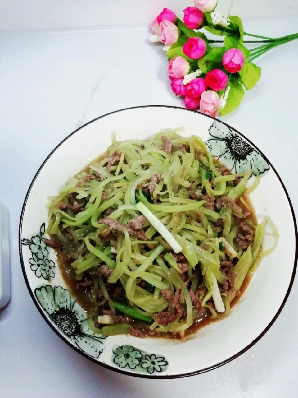 牛肉炒莴笋丝