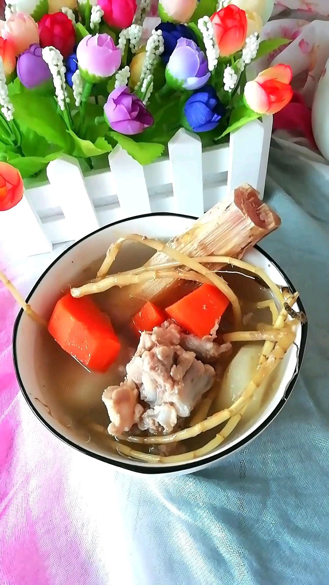 茅根竹蔗马蹄胡萝卜汤