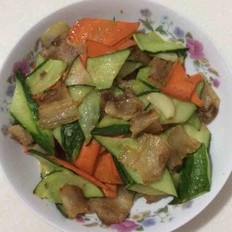 黄瓜胡萝卜炒五花肉