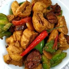 青椒腊肠炒豆腐泡