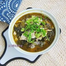 酸菜鱼南方菜,因为它简单开胃,北方人家喜欢吃