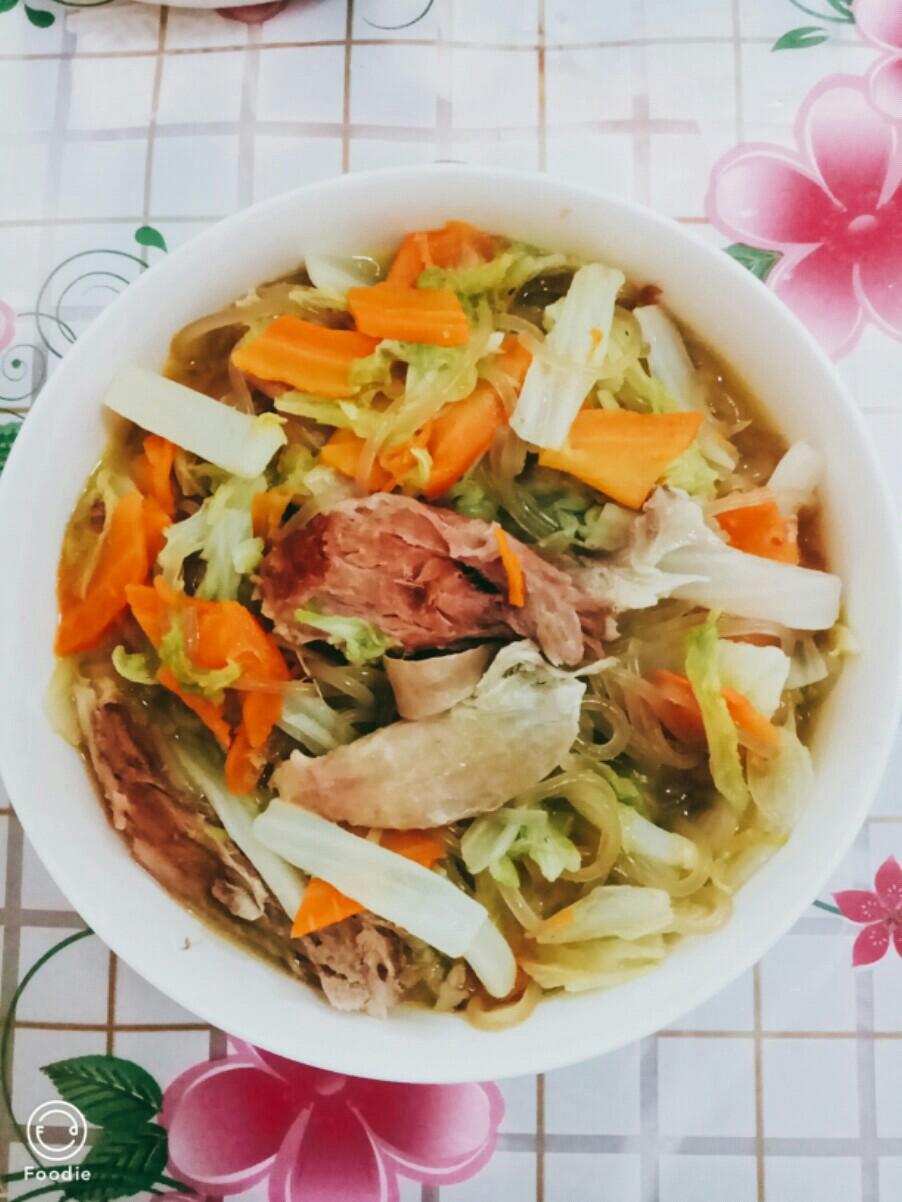 白菜炖肘子