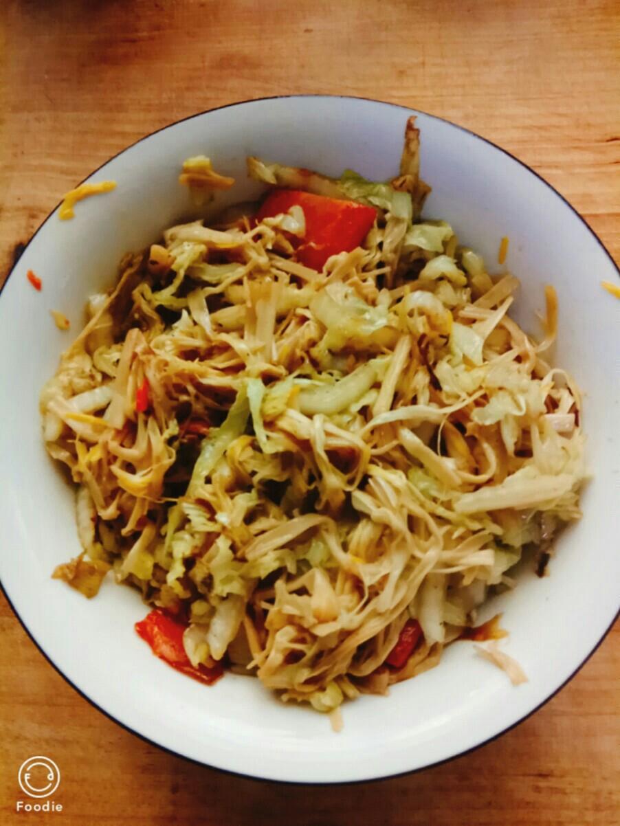 白菜丝炒黄花菜的做法