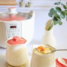 桃胶皂角米炖牛奶