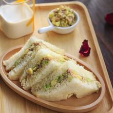 牛油果金枪鱼三明治