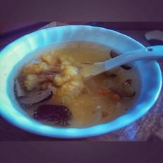 桃胶金耳皂角米甜汤