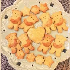 抱腰果的小熊饼干