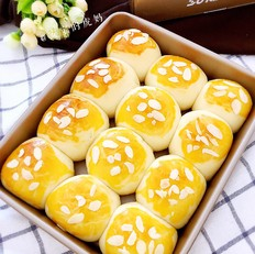 杏仁椰香小餐包