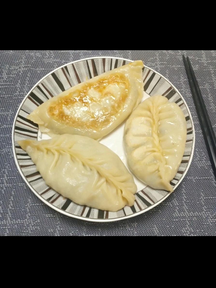 鸡蛋韭菜粉丝饺子
