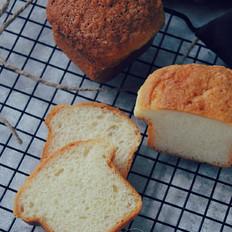 椰香巨蛋面包