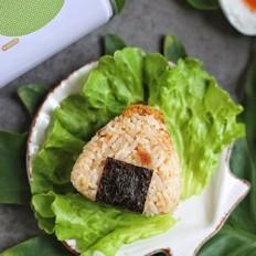 红茶肉松饭团