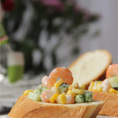 鲜虾玉米法棍沙拉