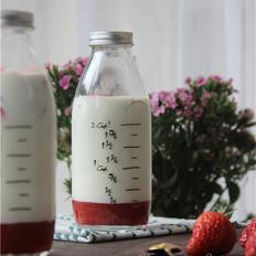 网红草莓牛奶