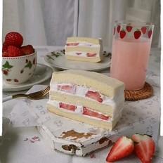 草莓切块奶油蛋糕