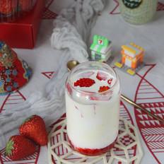 草莓鲜牛乳