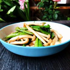 蚝油芦笋炒海鲜菇的做法