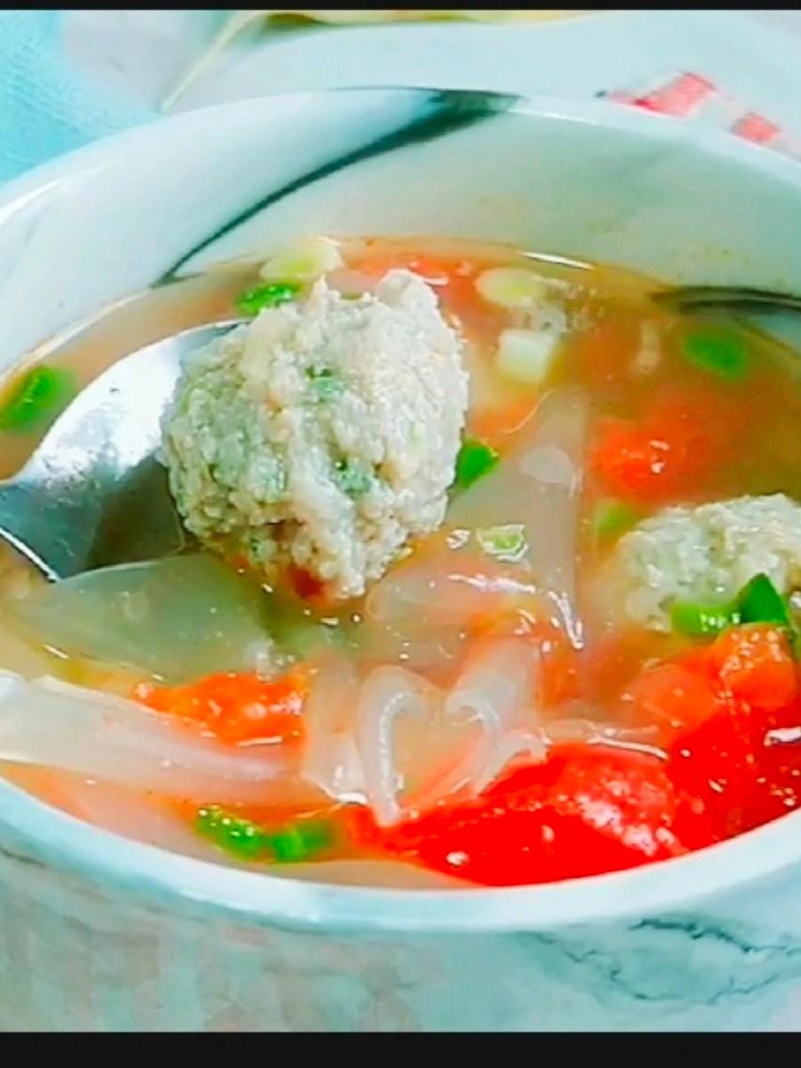 这样做肉丸汤,大人孩子都爱喝~番茄粉皮肉丸汤